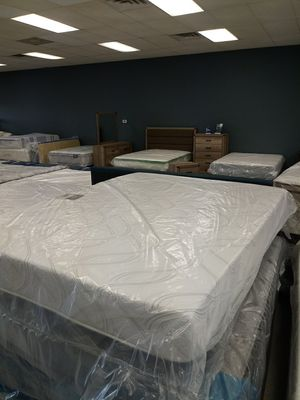 Qyeen serta memory foam mattress 50 down same day delivery for Sale in Columbus, OH