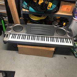 Electric Keyboard for Sale in Tacoma,  WA