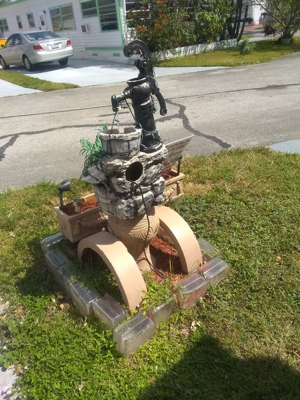 Outdoor Fountain Waterfall in Very Good Condition