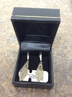 14 kt 3.80 g yellow gold pair of diamond shaped mesh dangle earrings inventory code 9291526536 for Sale in Sacramento, CA