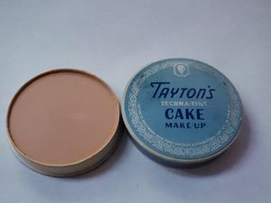 Unswatched 1940 tayton's techna tint cake make up for Sale in Ontario, CA