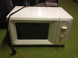 Daewoo Microwave with Turntable for Sale in Ballwin, MO
