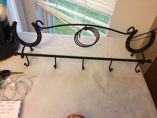 Wall hook/hanger