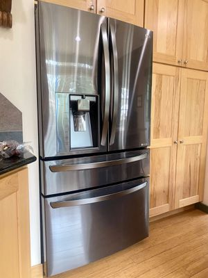 LG 23 cu. ft. Refrigerator in black stainless steel with deli drawer for Sale in Evergreen, CO