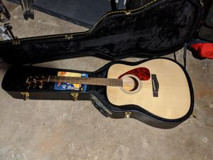 Practically brand new Yamaha F335 guitar and case. for Sale in St. Louis, MO