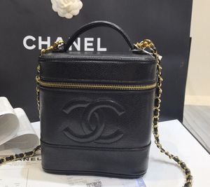 Chanel caviar leather shoulder bag for Sale in New York, NY
