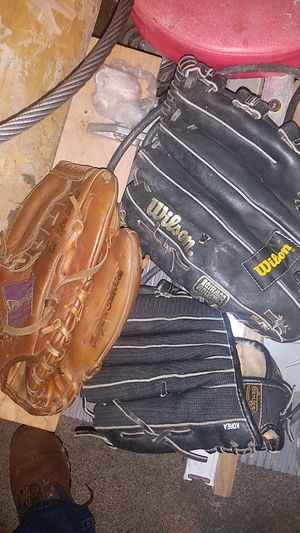 3 r handed gloves. 2 are Wilson for Sale in Portland, OR