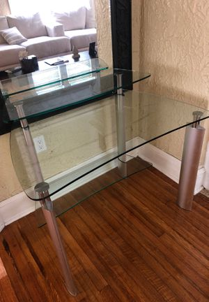 Excelent quality almos new glass top desk!!!!! for Sale in Miami, FL