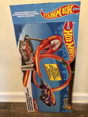 Hot Wheels Motorised Power Shift Raceway Loop & Jump With 5 Cars Included for Sale in Stone Mountain, GA
