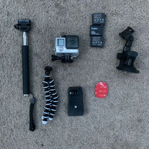 GoPro Hero 4 With Accessories for Sale in Brentwood, CA