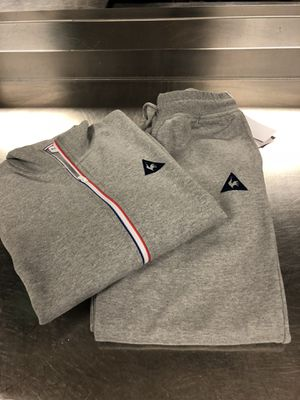NICE FRENCH BRAND LE COQ 🐔 SPORTIF GRAY FLEECE OUTFIT SWEATPANTS AND JACKET SIZE LARGE MENS for Sale in Laurel, MD