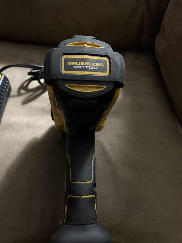 """DEWALT DCF899B 20v MAX XR Brushless High Torque 1/2"""" Impact With Battery And Charger $225"""