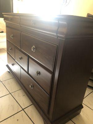Brow dresser for Sale in Miami, FL