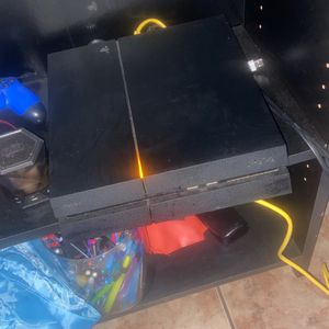 PS4 w/ 2 Controls and 12 Games for Sale in Miami, FL