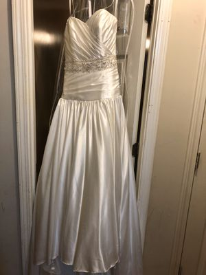 Strapless white satin wedding dress size 2 for Sale in Dothan, AL