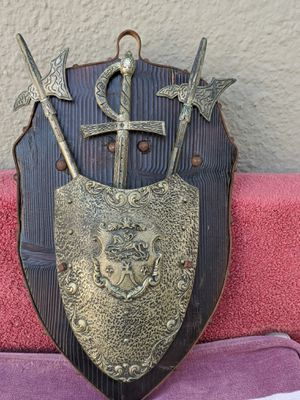Beautiful ❣️❤️ 15 x 10Medieval Plaque With Shield And Swords . Vintage 1970-1980. for Sale in Alta Loma, CA