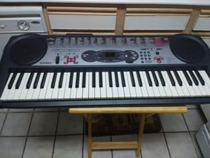 CASIO LK-35 Music Keyboard - 61 Key Lighting System Piano - Making Beats for Sale in Las Vegas, NV