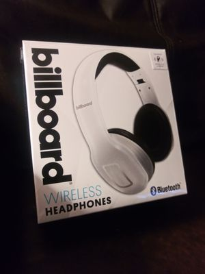 Wireless Bluetooth noise cancelling headphones for Sale in Cleveland, OH