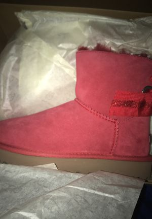 Size 5 Uggs for Sale in Detroit, MI