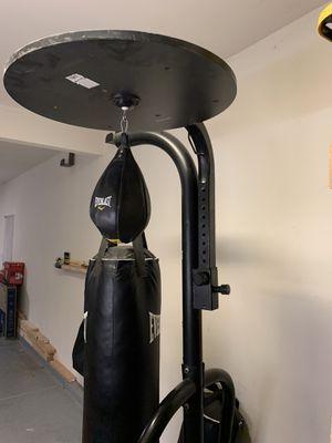 Everlast punching bag for Sale in Menifee, CA