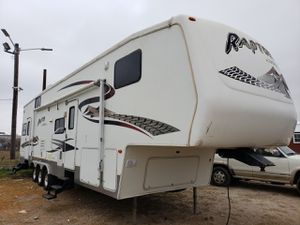 2005 keyston raptor *toy hauler* 36ft for Sale in WHT SETTLEMT, TX