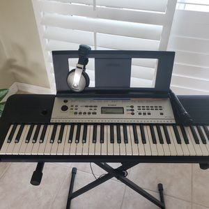 Yamaha Ypt-255 Keyboard With Stand, Mic, Headphones, And Bench for Sale in Stuart, FL