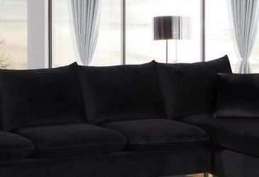 ✨New Velvet Reversible Sectional, By Meridian🚚Fast Delivery for Sale in Silver Spring,  MD