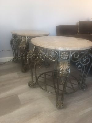 End tables no space for them in good condition for Sale in Fresno, CA