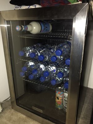 Mini refrigerator Edgestar beverage fridge for Sale in Anaheim, CA