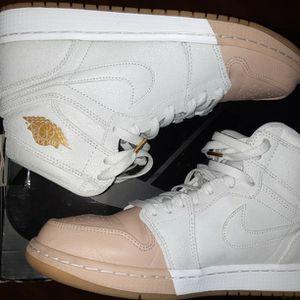 Size 10.5 Women's Jordan Retro Mid 1s 8/10 Condition for Sale in Everett, WA