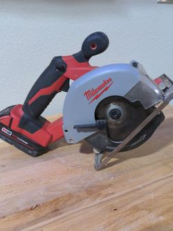 """Milwaukee Fuel M-18, 5-3/8"""" Metal/Wood Saw And Battery for Sale in Argyle,  TX"""