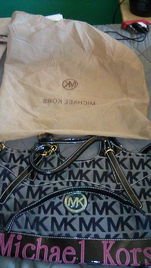 Michael Kors Woman's purse for Sale in Victorville, CA