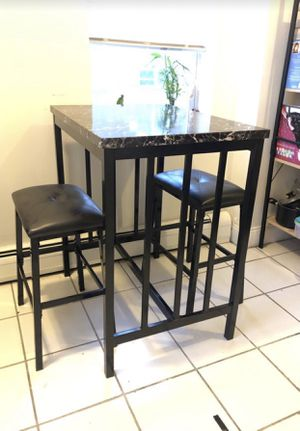 Kitchen table and stools— two seater for Sale in Secaucus, NJ