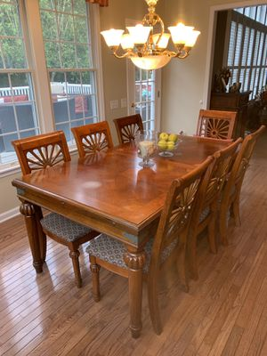 Dining room table with chairs for Sale in Holmdel, NJ