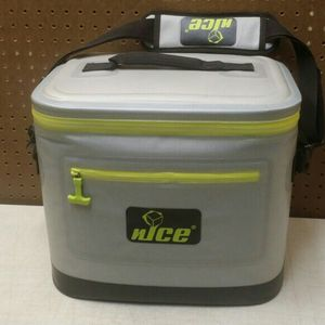 NICE Ice Chest Cooler for Sale in Battle Ground, WA