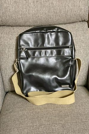 Kenneth Cole Reaction Vertical Messenger Bag for Sale in Dallas, TX