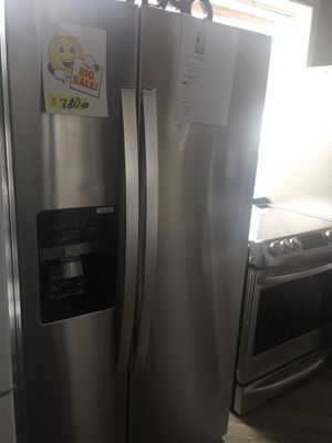 "Refrigerator Whirlpool 33"" inches side by side stainless steel new warranty for Sale in Wilton Manors, FL"