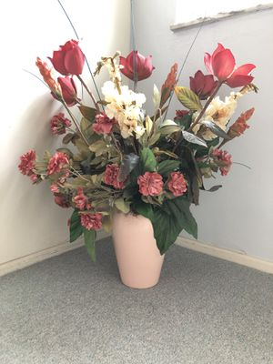 VASE with Gorgeous Flower Arrangement for Sale in Clearwater, FL