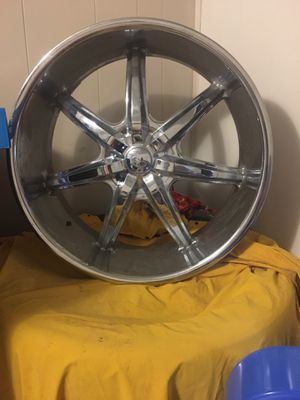 """24""""rims comes with 295 used tire, has center caps for all 4 for Sale in Belton, TX"""