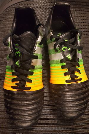 Adidas soccer cleats 5 1/2 for Sale in Dallas, TX
