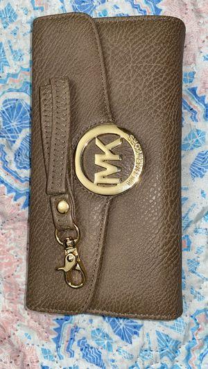 Mk wristlet/clutch for Sale in Brooklyn, NY