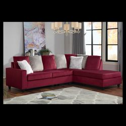 Modern take on a traditional Sectional, nailhead trim with reversible chaise. (Fur Accent Pillows Included) 🔴🔴Tax Season Special🔴🔴 for Sale in Houston,  TX