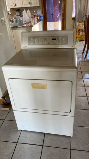 Kenmore gas dryer FREE for Sale in Apple Valley, CA