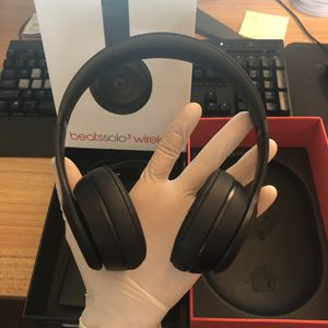 Beats solo 3 like new black for Sale in Queens, NY
