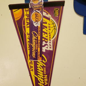 LAKERS 2002 CHAMPIONSHIP PENNANT 3-PEAT KOBE SHAQ HORRY w / Round Clip Pin Bumper Stickers And Tags Still On for Sale in Whittier, CA