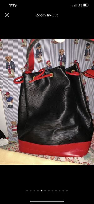 Authentic NWT Louis. Vuitton Epi bucket bag👍🥰 for Sale in Los Angeles, CA