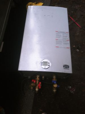 Bosch tankless hot water heater for Sale in Port Orchard, WA