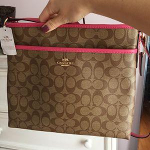Messenger Coach bag *perfect condition* for Sale in Burlington, CT