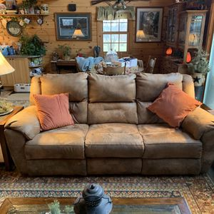 Couch Reclining Brand Is Southern Motion Has Two Reclining Side With Adjustable Head Rests And USB Ports on Each Side Purchased In 2018 for Sale in Butler, PA