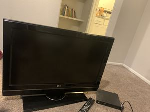 2 LG 32 inch TV with DVD player and remotes only pick up please for Sale in Sun City, AZ